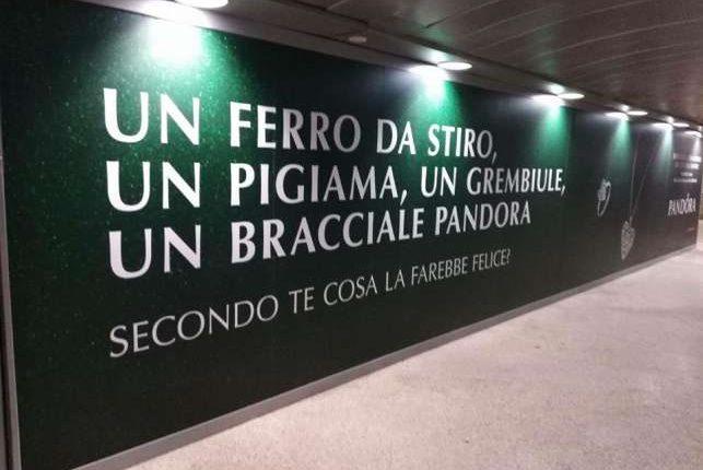Pubblicità Pandora apparsa nella metro MM1 di Milano